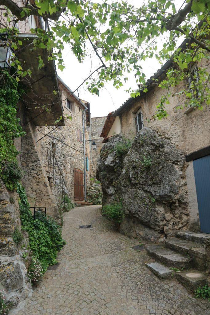 Petites rues pavées à Tourtour, un petit village du Var