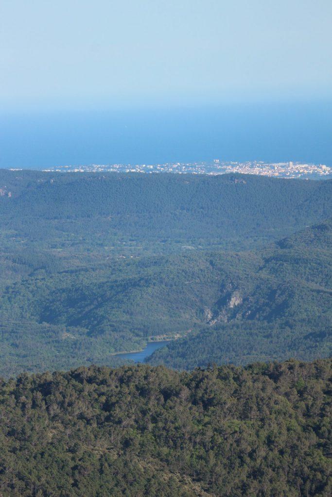 Vue sur la méditerranée depuis le Col du Bel Homme