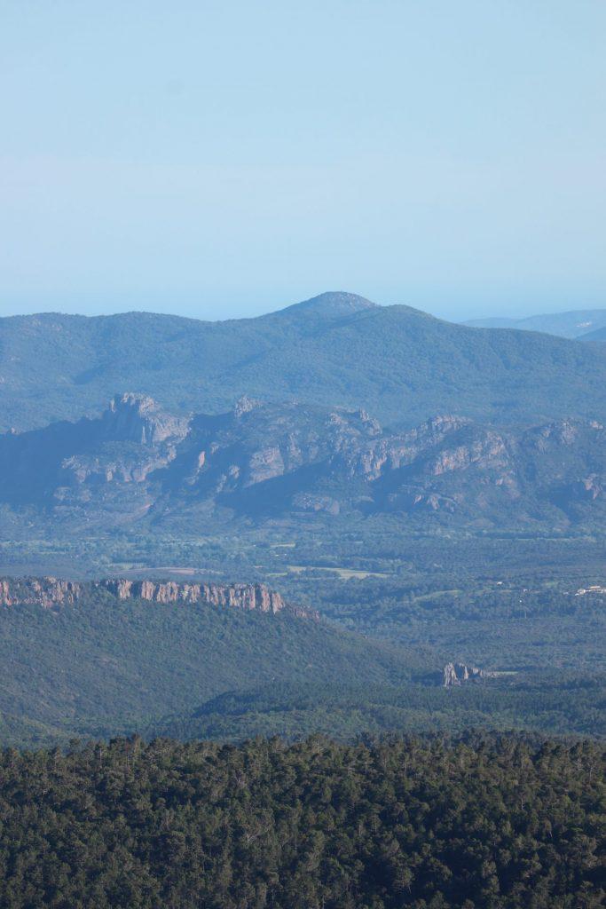 Vue sur les massifs depuis le Col du Bel Homme à Callas
